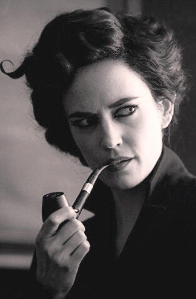 Ева Грин с трубкой