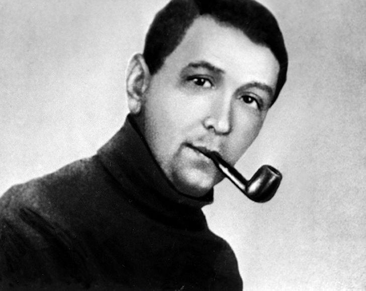 Ярослав Гашек с трубкой