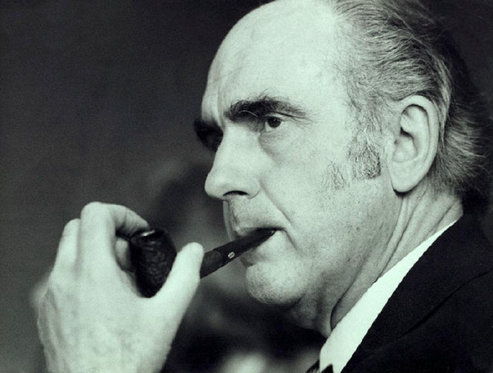 Андреас Папандреу с трубкой