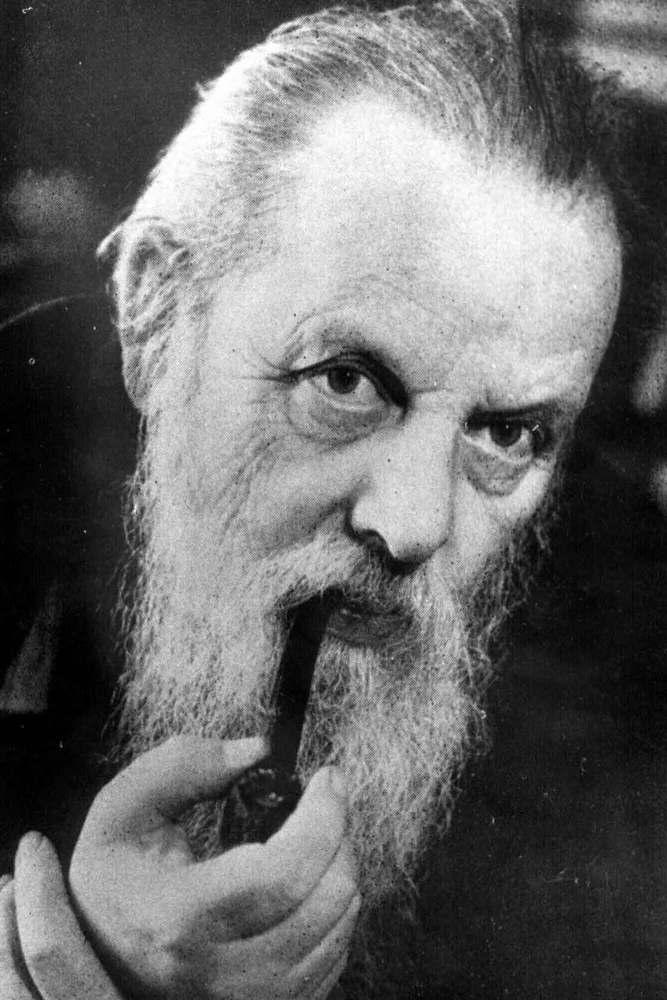 Павел Бажов с трубкой