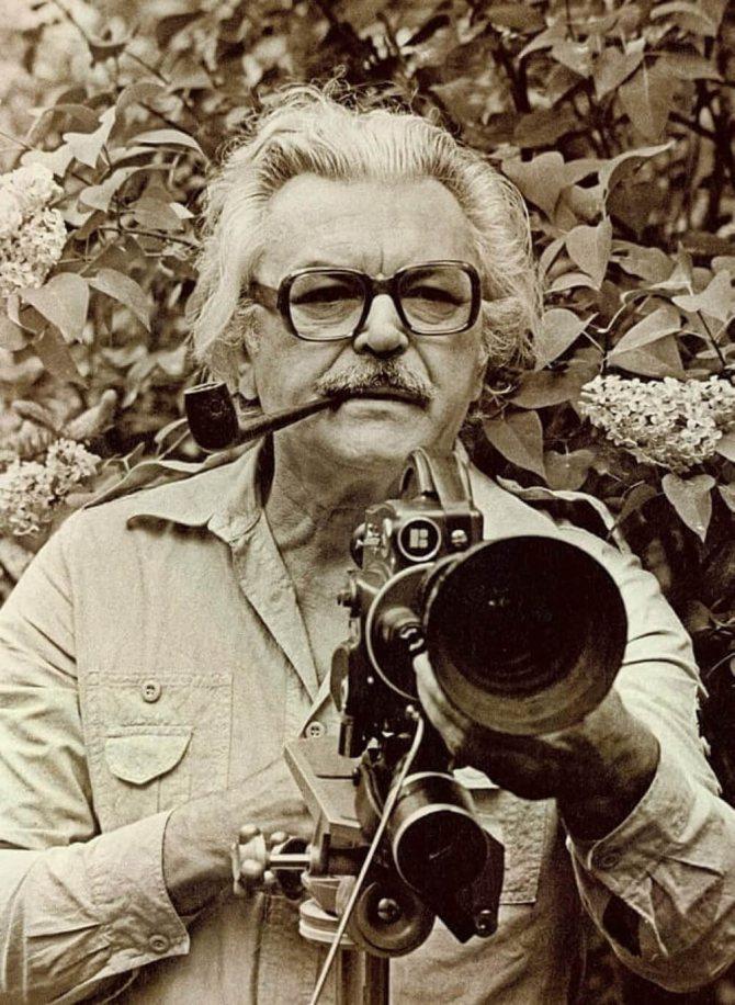 Сергей Бондарчук с трубкой